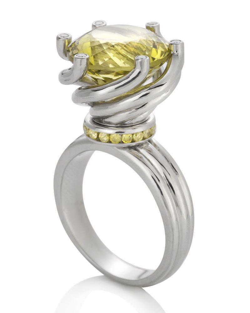 Berlian-Arts-Julia-Behrends-Twist-Ring
